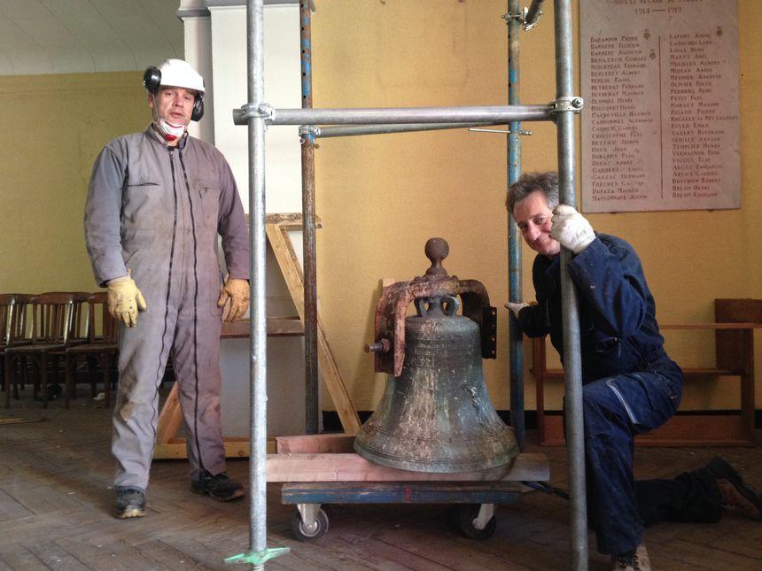 Les premiers travaux ont commencé : la cloche a été décrochée.