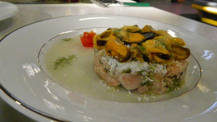 La recette du jour : moules de bouchot froides accompagnées d'un tartare de saumon à la noix de coco