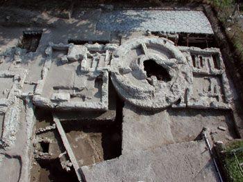 À Cumes, vue aérienne du grand mausolée du Ier siècle avant J.-C