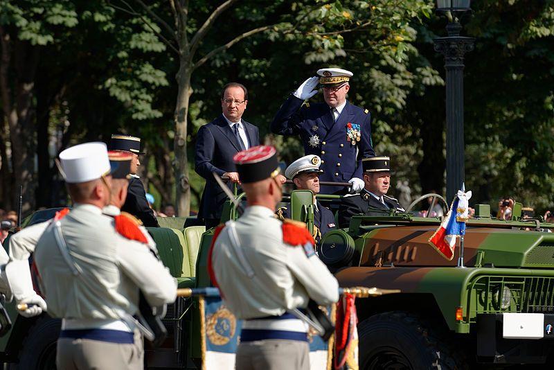 F. Hollande et l'amiral É. Guillaud, chef d'état-major des armées, 14 juillet 2013
