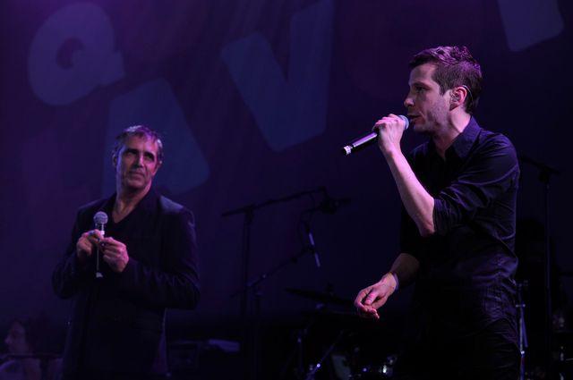 Julien Clerc et Alex Beaupain sur la scène de la Gaîté lyrique