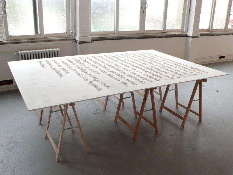 chaque lettre en résine acrylique // lettres posées sur table bois 270 x 180 cm // 2008
