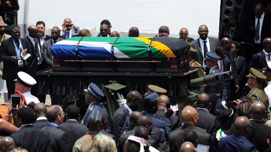 Le cercueil de Nelson Mandela lors de ses funérailles