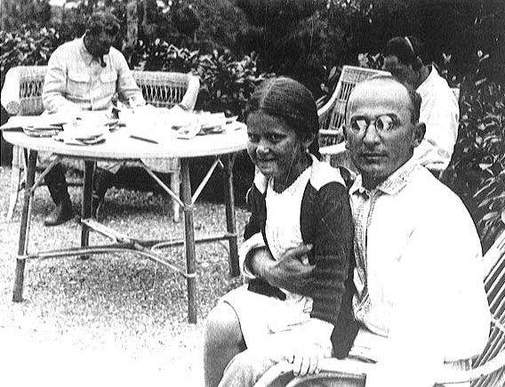 Lavrenti Beria avec Staline et la fille de celui-ci, Svetlana