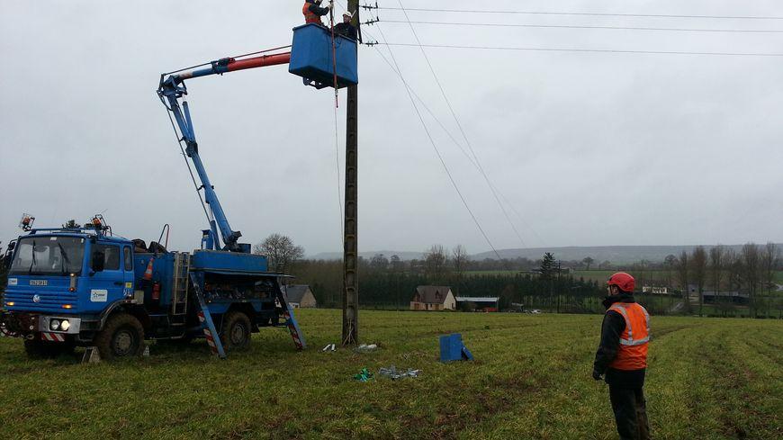Les équipes d'ERDF mobilisés à Estry près de Vire dans le Calvados
