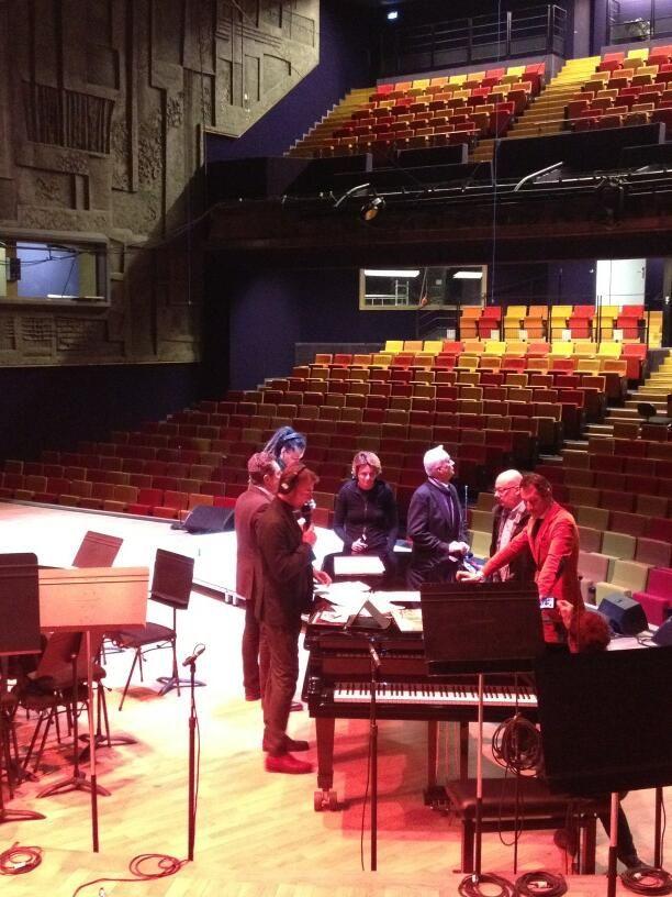 Marc Voinchet  et les invités de ces Matins, autour du piano du studio 104