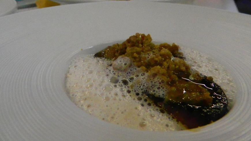 La recette du jour : crumble de foie gras aux grattons et son cappuccino de châtaignes
