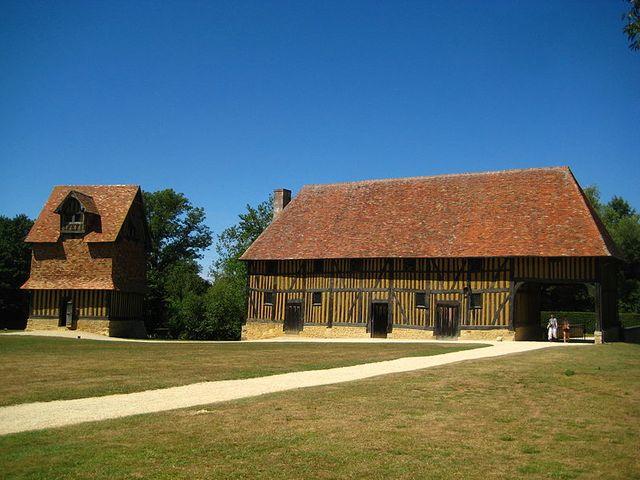 ferme et colombier du château de Crèvecoeur-en-Auge