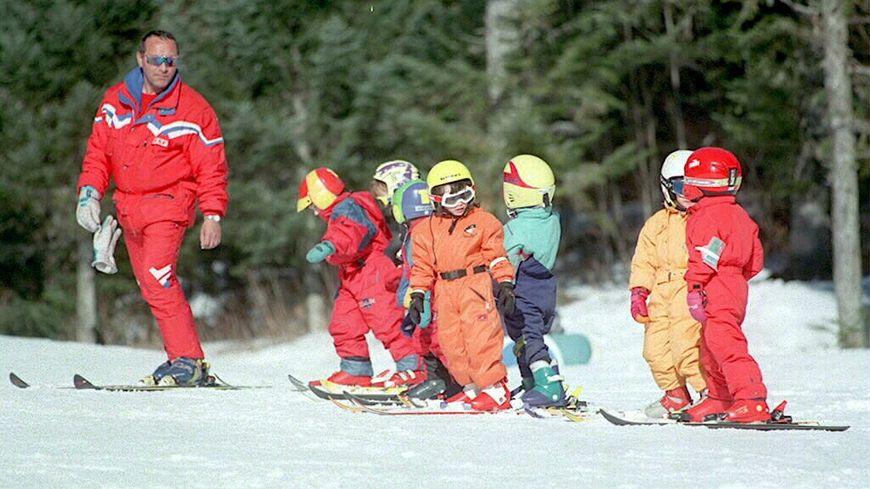 Un moniteur de ski de l'ESF (École du Ski Français) - illustration