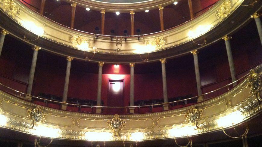 Le théâtre sous les feux des projecteurs.