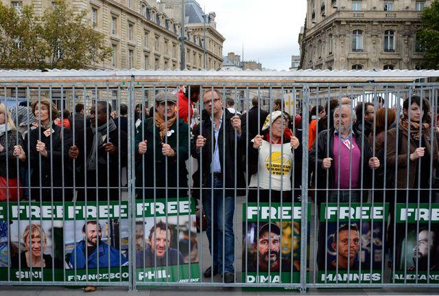 Manifestation de soutien aux 30 militants de Greenpeace, à Paris le 31 octobre 2013