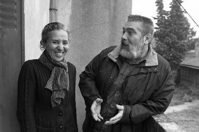 Yves Dervin et Nadia Thibault expliquent le fonctionne la Boutique Solidarité – Fondation Abbé Pierre