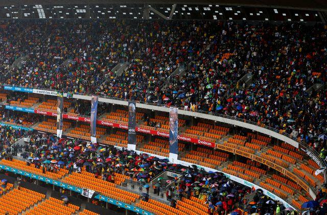 Le Soccer City Stadium de Soweto se remplit