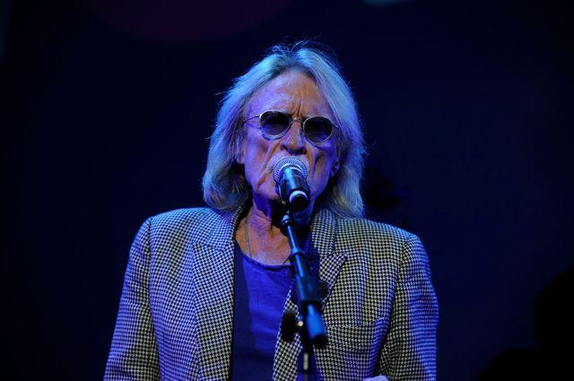 Christophe chante pour les 50 ans de France Inter