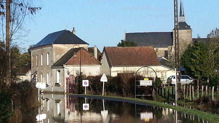 A Vivoin, la route de Maresché, inondée, est interdite à la circulation