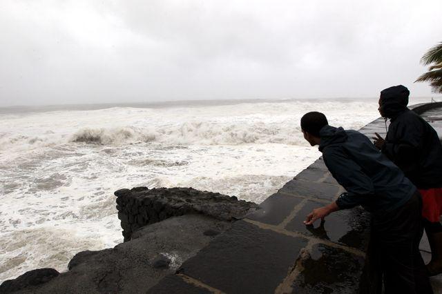La Réunion attend le passage du cyclone Bejisa