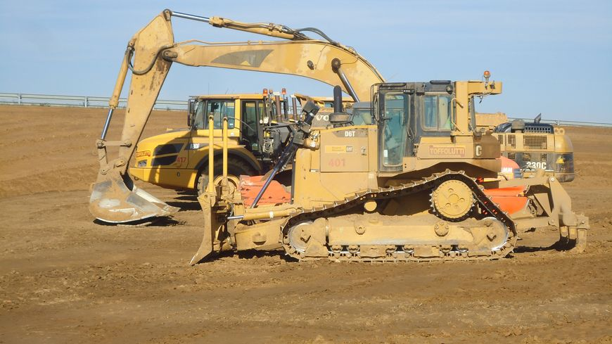 BTP chantier travaux publics routes déviation engins tractopelle Loucelles