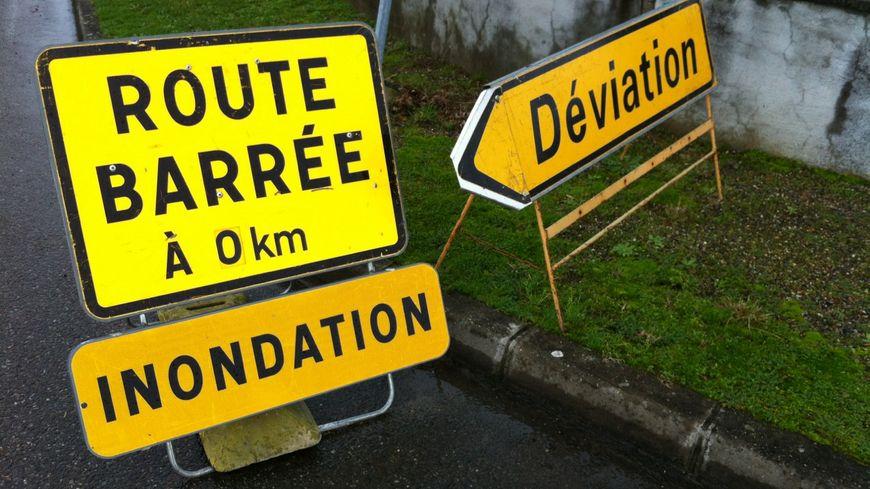 Route barrée pour cause d'inondations (illustration)