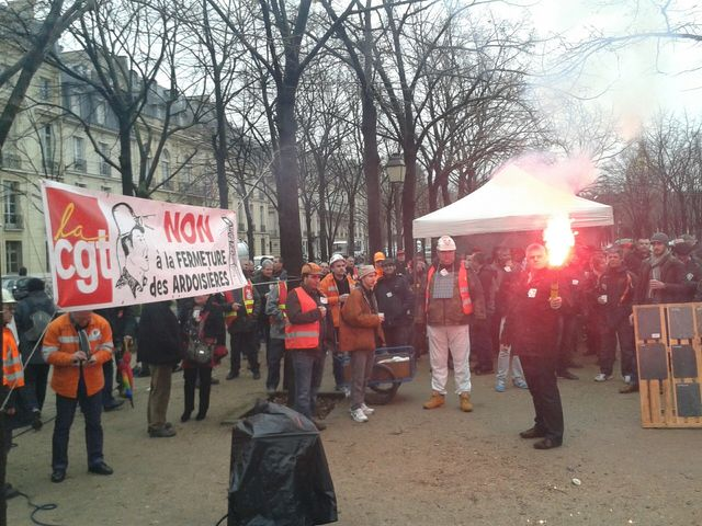 Manifestation des Ardoisiers de Trélazé à Paris aux Invalides