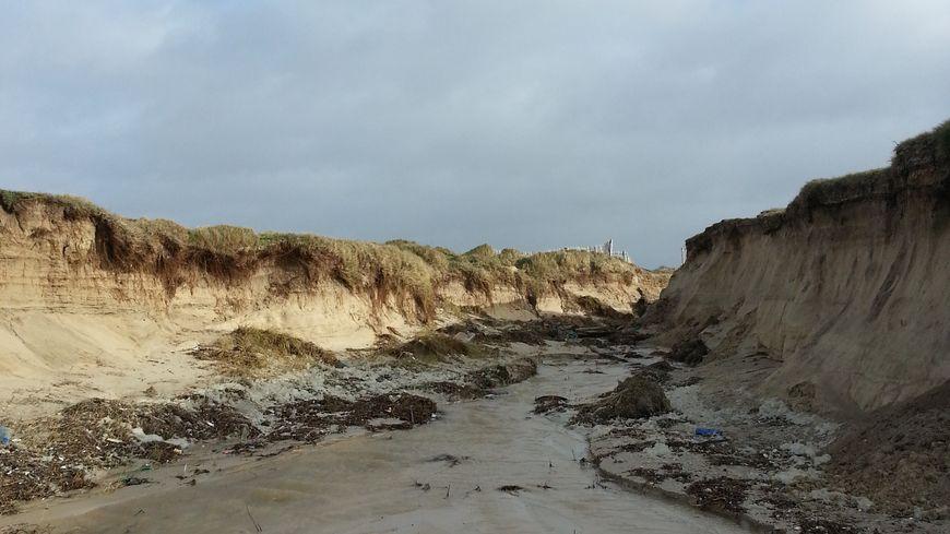 La brèche dans la dune de La Torche