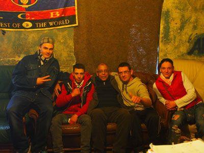 Mohamed Aziz avec des jeunes rappeurs