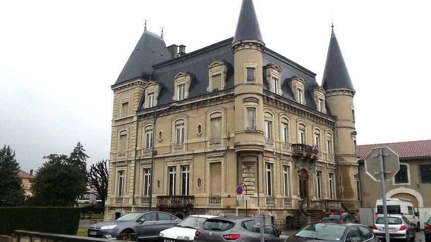 Bourgoin mairie