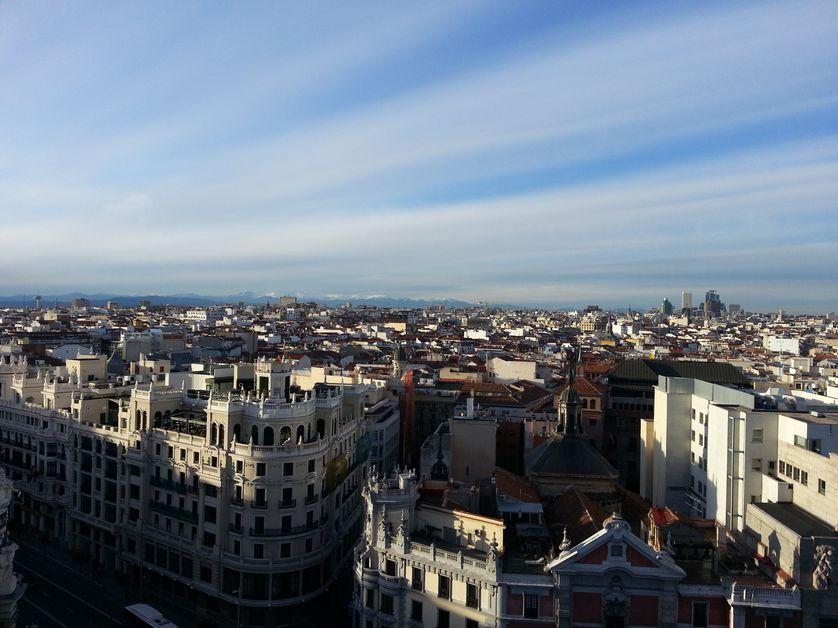 Clone of Vue sur Madrid, avec la Gran Vía en premier plan, et la chaîne de montagnes de la Sierra au fond