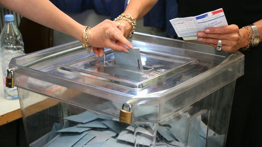 Dans un bureau de vote (illustration).