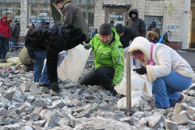 Manifestations à Kiev, dans la rue qui mène au parlement ukrainien