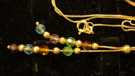 Parmi les objets récoltés par les enquêteurs d'Annemasse, plus de 300 bijoux restent à identifier