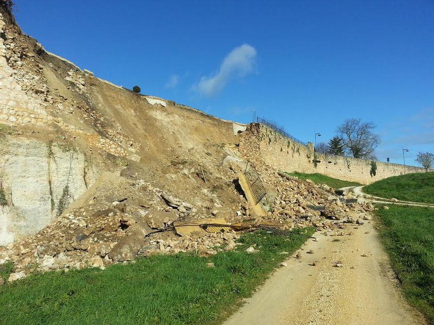Le rempart effondré à Saint Aulaye