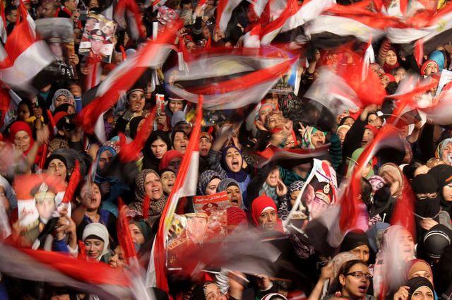 Les manifestants de la place Tahrir soutiennent la police et l'armée