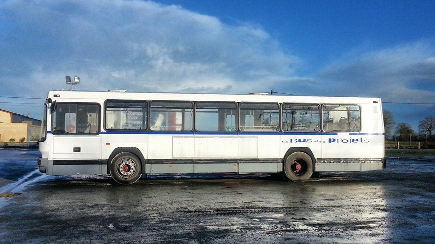 L'enfant a passé sept heures, tout seul dans un bus.