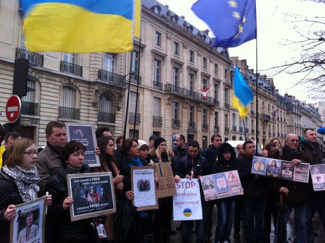 Manifestants à Paris pour soutenir les opposants ukrainiens