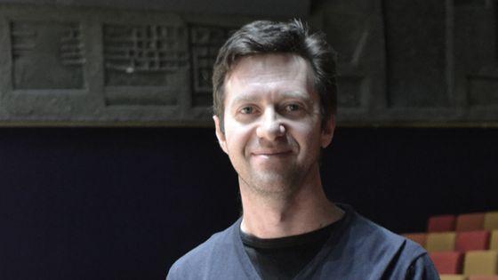 Le compositeur Fabien Lévy de passage à Paris pour superviser la création de ses oeuvres pour le festival Présences. (© Guillaume Decalf/France Musique)