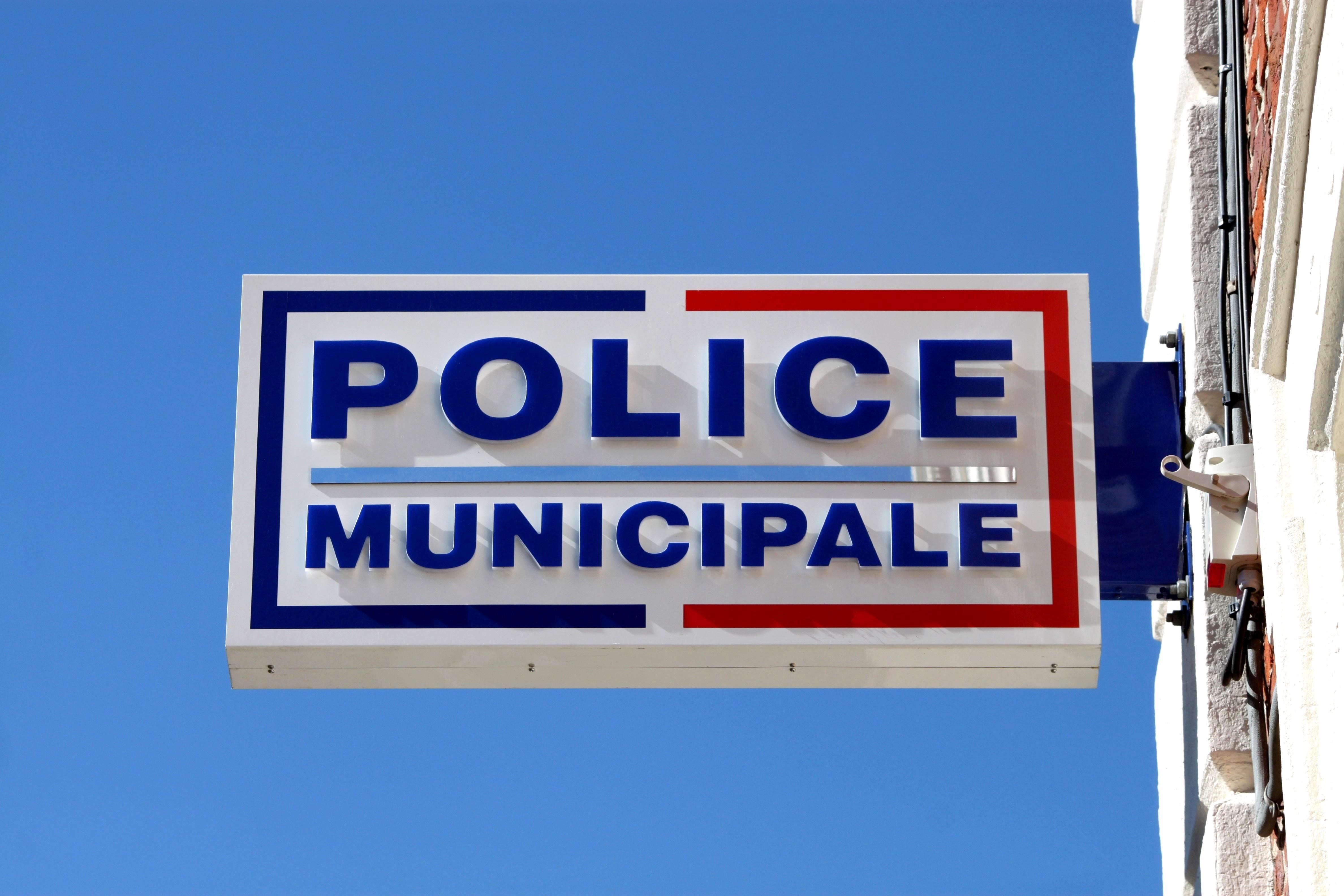 Baixas arme ses deux policiers municipaux de revolvers - Grille indiciaire police municipale 2014 ...