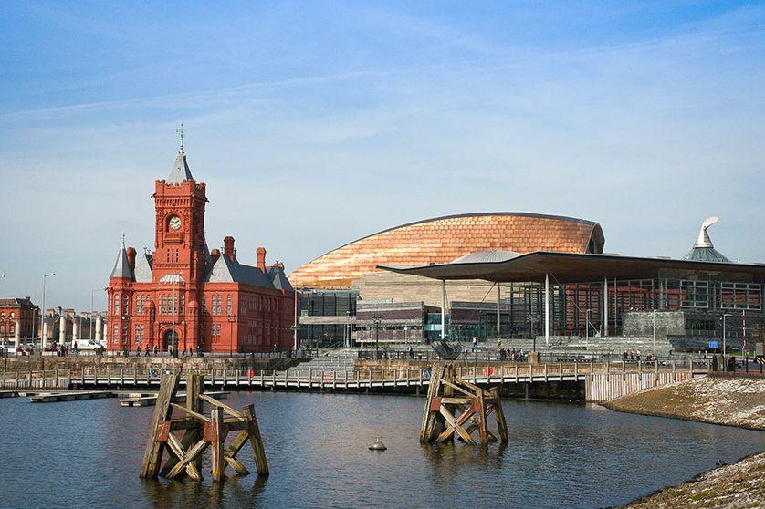 Cardiff Bay, le Pierhead Building et le Wales Millennium Centre