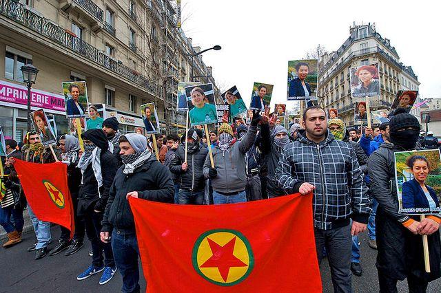 Manifestation de Kurdes à Paris le 26 janvier 2013 pour dénoncer l'assassinat des trois militantes