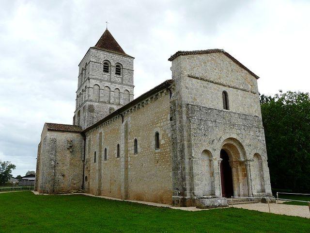 Français : L'église Saint-Robert, Javerlhac-et-la-Chapelle-Saint-Robert, Dordogne