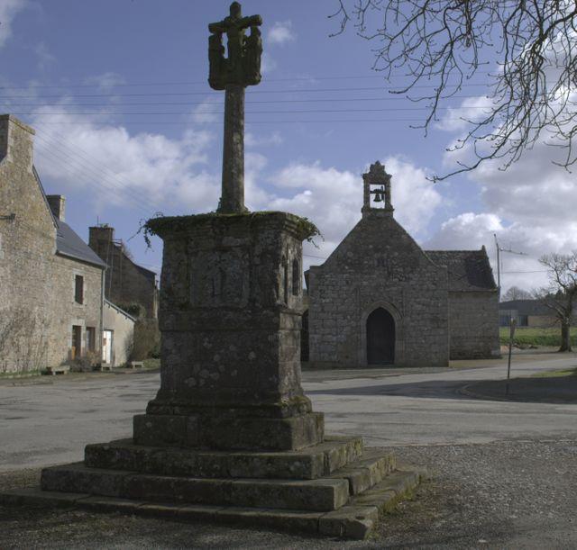 Plésidy (Côtes-d'Armor) - Chapelle et Calvaire St Yves