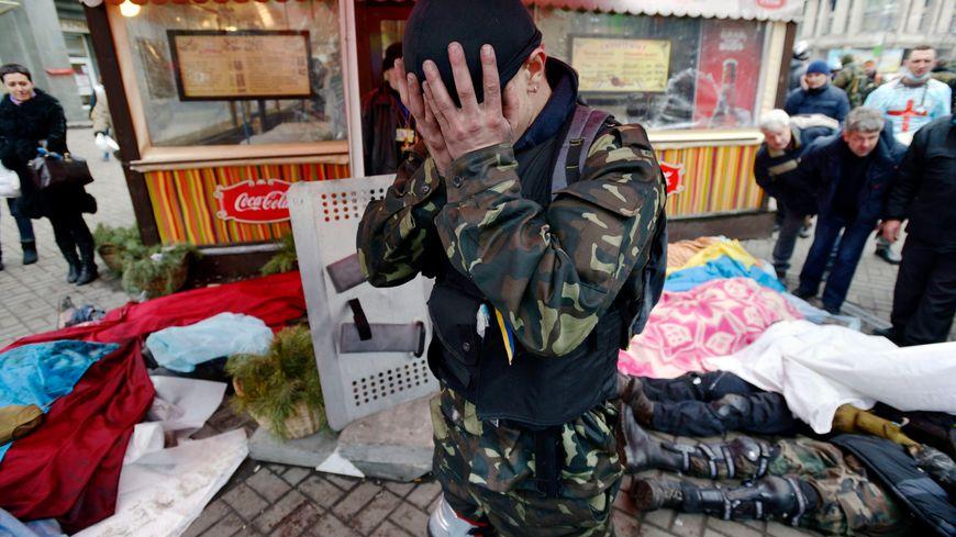 Les cadavres s'agglutinent sur la place de l'Indépendance à Kiev