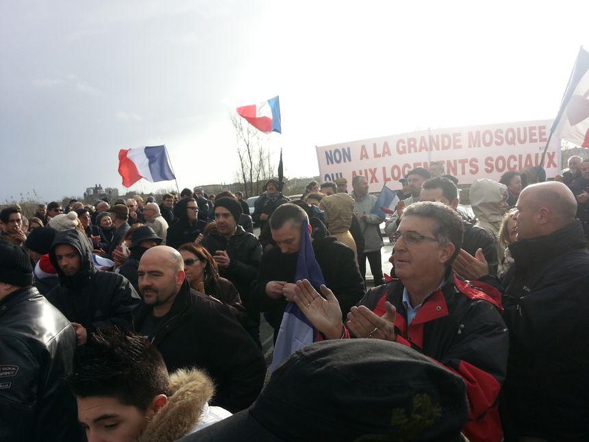 Manifestations à Bordeaux pour et contre le centre culturel musulman