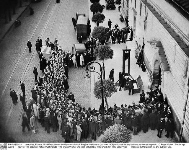 Exécution d'Eugène Weidmann le 17 juin 1939, la denière exécution publique en France..