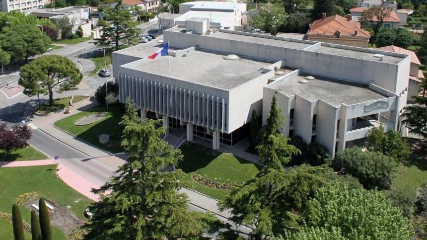 La mairie de Pierrelatte dans la Drôme