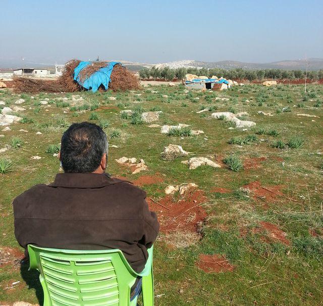 Au loin, Atmé, côté syrien
