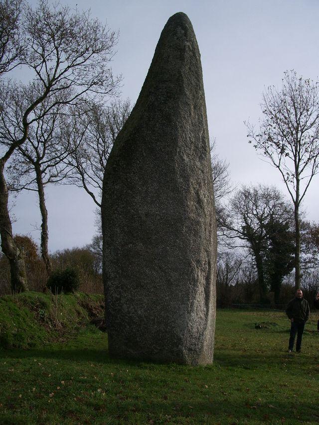 Plésidy (Côtes-d'Armor) - Menhir de Cailouan