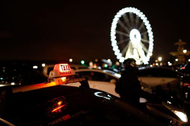 Les taxis rassemblés place de la Concorde à Paris contre les VTC