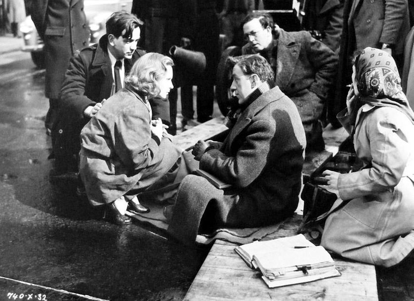 Director Alexander Mackendrick, Joan Greenwood, Alec Guinness and cinematographer Douglas Slocombe rehearse a scene from The Man