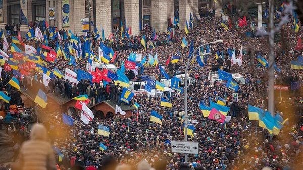 « Flashmob » en hommage aux victimes des manifestations pro-européennes en Ukraine