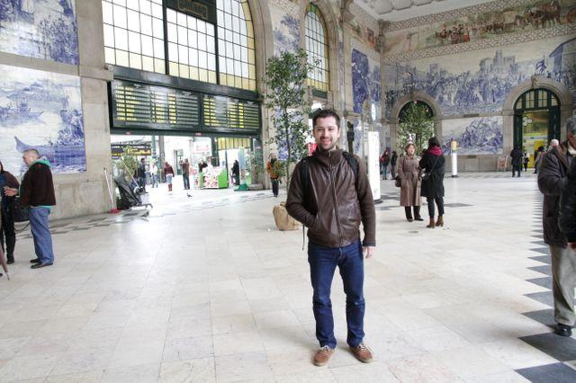 Fransisco Fereirra dans la gare de Porto